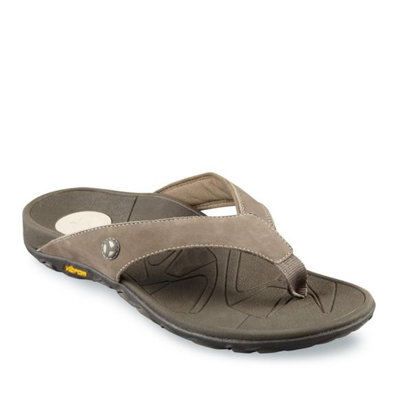 e79b13530 If you re looking for the best men s flip flops for plantar fasciitis but  you don t want to sacrifice style