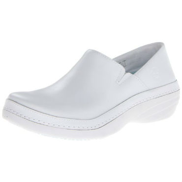 recommended shoes for nurses