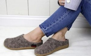 Best Slippers for Plantar Fasciitis Featured