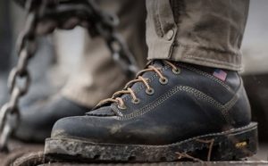 Best Work Boots for Flat Feet Featured
