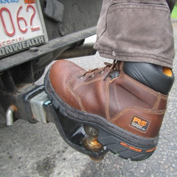 Work Boots for Flat Feet vs. Regular Boots